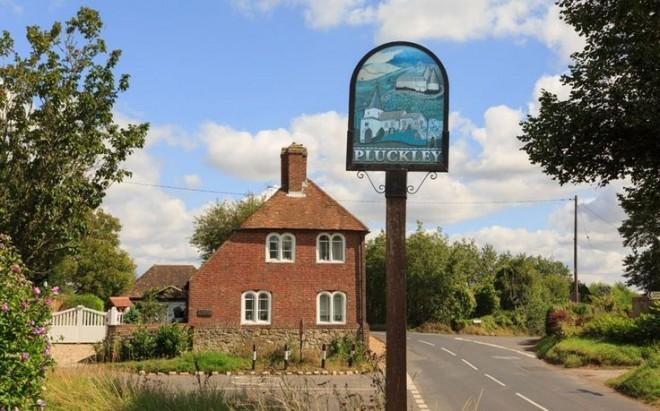pluckly village