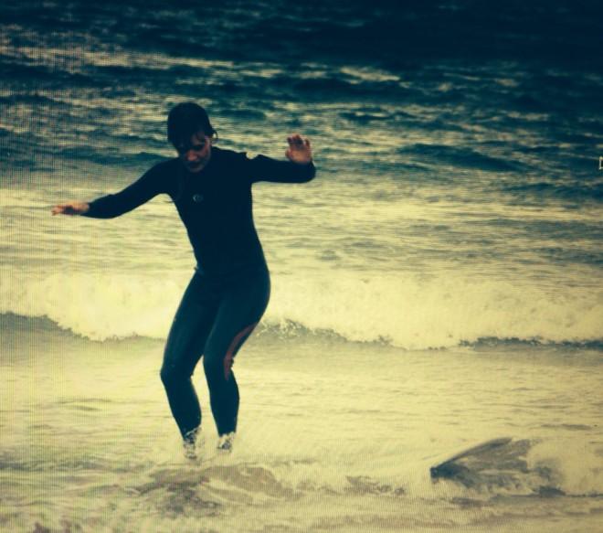 Jag surfar!! Men ska fokuset inte ligga framåt istället för neråt...