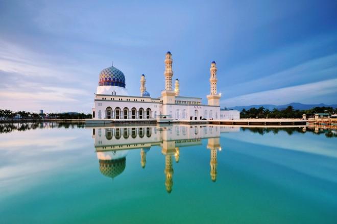 Den flytande moskén i Kuta Kinabalu - Malaysia