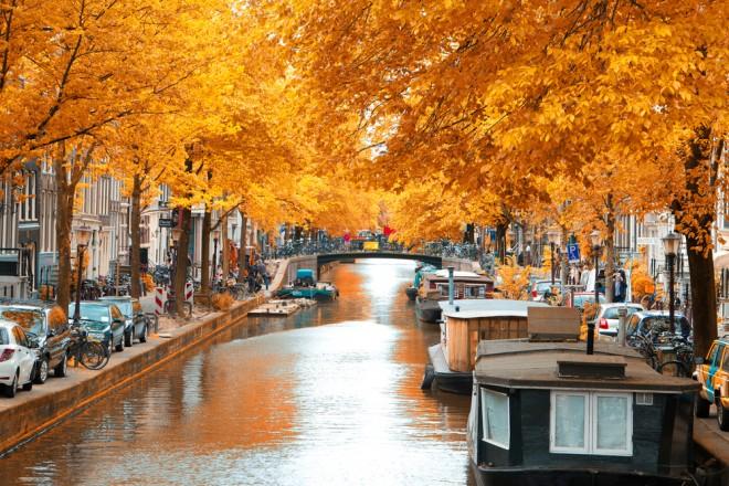 Amsterdams kanaler i höstfärger