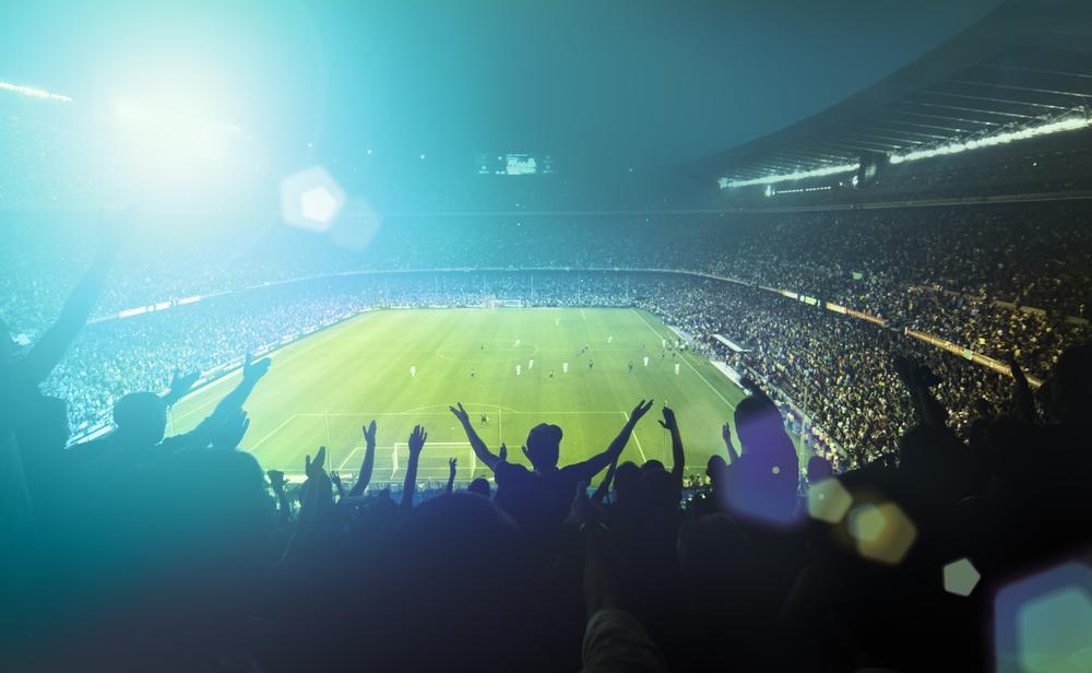 Fotbollsarena fylld med folk.